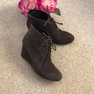 Clarks Artisan gray suede wedge boots
